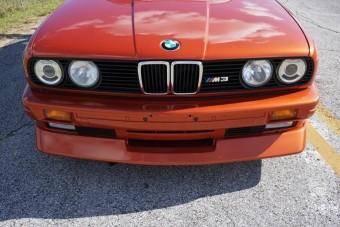 Meglepő színt kapott ez a klasszikus BMW M3