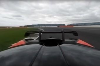 Körbenéznél Silverstone-ban a McLaren Senna tetejéről? Semmi akadálya!