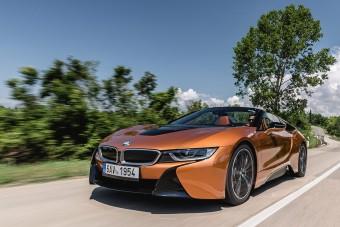 Ponyvakötésben még vonzóbb a BMW i8