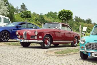 Gyönyörű autók sorakoztak a Balaton partján
