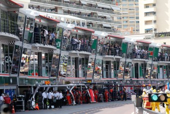 Videó: Monacóban a fa tetején ülnek a mérnökök