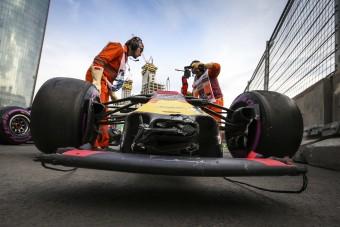 F1: Fizessenek a Red Bull-pilóták