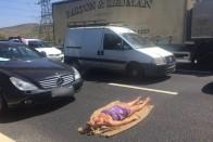 Vérpezsdítő táncot nyomott egy autós a Nyugatinál 1
