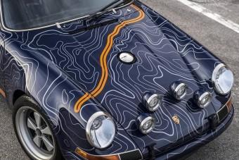 Könnyfakasztóan csodálatos a retrós ruhába öltöztetett Porsche