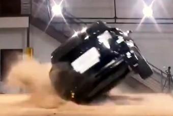 Négykerekű keljfeljancsi a Tesla szabadidőjárműve