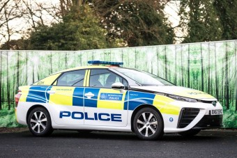 Tucatnyi hidrogénautóval erősít a londoni rendőrség