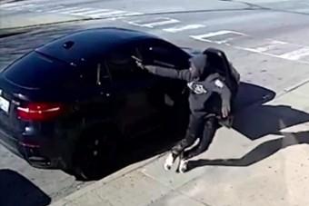 Rendőrtől akartak autót rabolni, rajta vesztettek