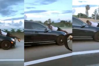 Egy autó motorháztetőjén száguldva hívta a rendőröket