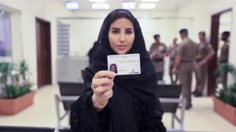 Kiadták az első női jogsikat az arab országban