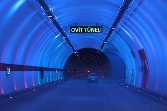 Rekordhosszú közúti alagutat adtak át