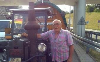 Traktorral indult szurkolni a foci VB-re egy német nyugdíjas