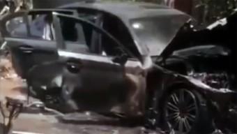 Isteni áldást akart az új BMW-re, de a szertartás alatt leégett a kocsi