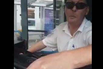Szétszakadt gumival hajtott a Keletiig a budapesti busz, tele utasokkal