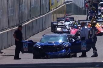 Falnak csapódott a felvezető autó az Indy 500-on