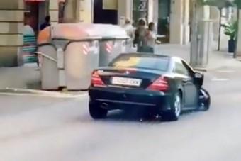 Hihetetlen, hogy így közlekedik ez a Mercedes