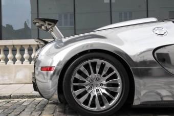 Ha egy igazán gyors tükör kell, akkor itt ez a Bugatti