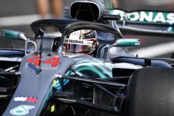 F1: Bizarr baleset, Hamilton az élen