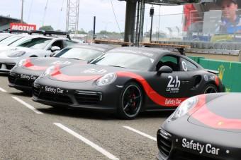 Ha ezek az autók a pályán vannak, akkor valami történt Le Mans-ban