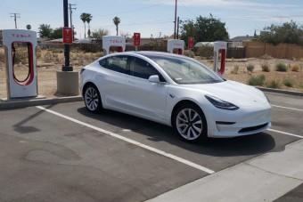 Telefonnal nyitható az új Tesla Model 3