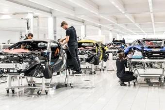 2025-től csak hibrideket gyárt a McLaren