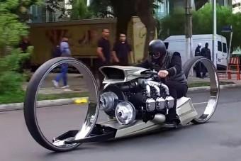 Megszületett minden idők legértelmetlenebb motorkerékpárja