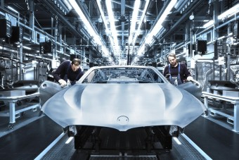 Ritkaságriasztó és VR-szemüveg a BMW-gyárban