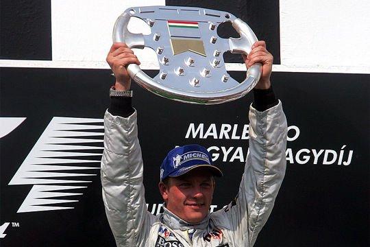 2005 - Ha akarom, kétdimenziós ókori váza, ha akarom, stilizált F1 kormány. Kimi Räikkönen nagyon akarta