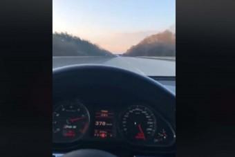 Te elhiszed hogy ez az Audi RS6 387 km/órával zúzott autópályán?