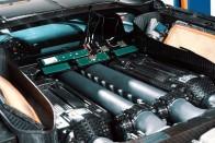 Igazi felhőgyár a hátsókerekes Bugatti Veyron 1
