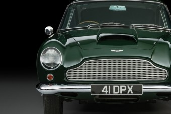 Nem csak James Bond csapatta Aston Martinnal