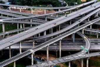 Igazi csomópont-szörnyeteg épült Kínában, már a látványa is fejfájós