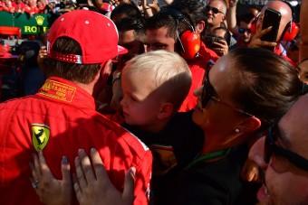 Videó: A kis Räikkönen is megjárta a dobogót