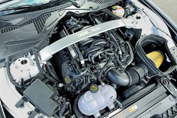 Az 5,2 literes, egysíkú V8-ast vaskos teljesítménnyel áldották meg