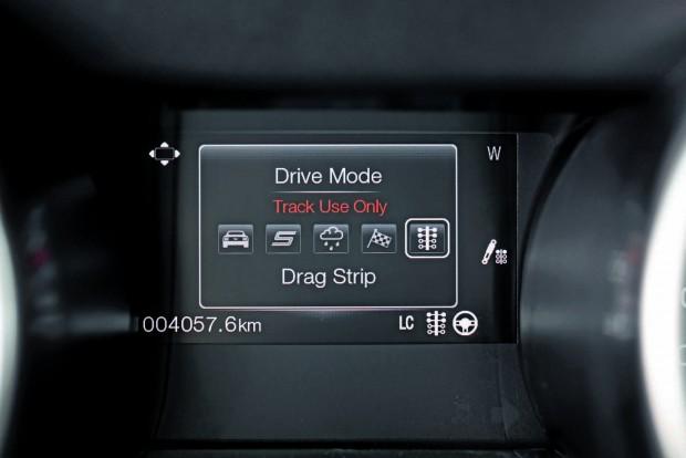 Öt vezetési módot választhatunk ki: normál, sport, rossz idő, pálya és gyorsulás. Utóbbival negyedmérföldes távon hozhatjuk ki a maximumot