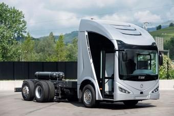 Elkészítette első teherautóját a spanyol autóbuszgyártó