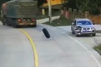 Ezt az autóst telibe találta a balszerencse, kétszer is