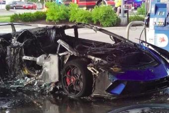 Ezt a hülyeség miatt porrá égett Lamborghinit látva megsajdul a szíved