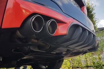 Nincs lazsálás, már Akrapovic-féle rotyogó, recsegő kipufogó is kapható az új BMW M5-höz