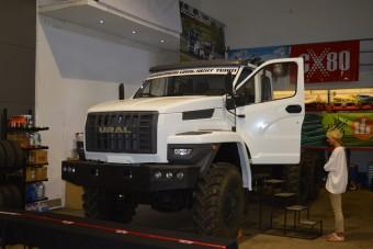 Teherautót fognak reptetni a magyarok a Dakaron