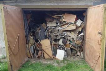 Kinyitottak egy 1985 óta zárt garázst, ritka kocsit találtak benne