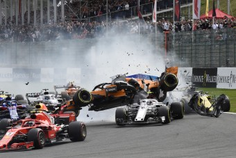 F1: Ütős új felvétel a spái rajtbalesetről