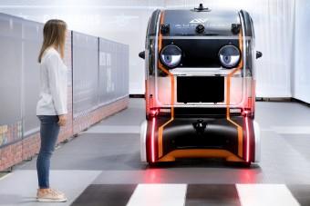 Szemkontaktust keres a robotautó