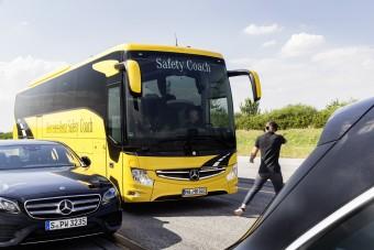 Az alapfelszereltség része lett a Mercedes-Benznél a gyalogosvédelem