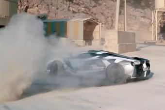 Porban forgatják ezt a ritka csoda-Ferrarit