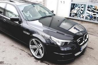 Fájdalmas, mit műveltek ezzel a BMW M5-össel