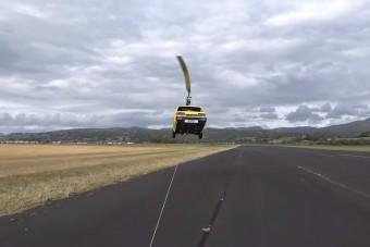 Újabb zseniális kísérlet a repülő autóra