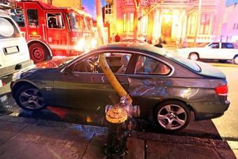 Ezek az autósok nagyon megbánták, hogy tűzcsap mellé parkoltak