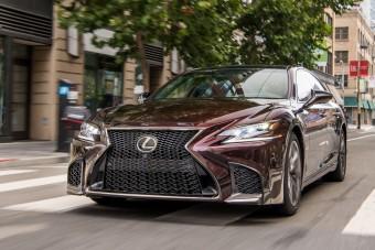 Kategóriát ugrik a Lexus IS?