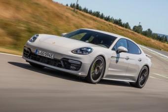 6 pályarekordot állított be a Porsche bitang hibrid limuzinja