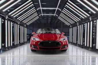 Így tűnhet el a tőzsdéről a Tesla